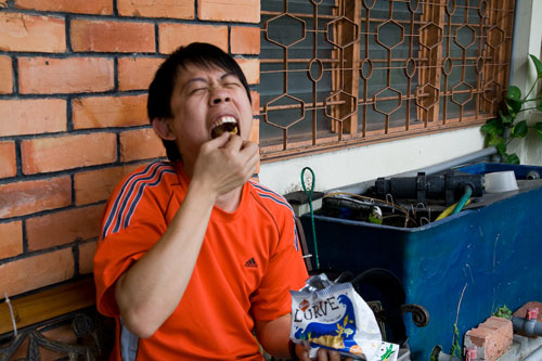 KY eating Twisties Lurve