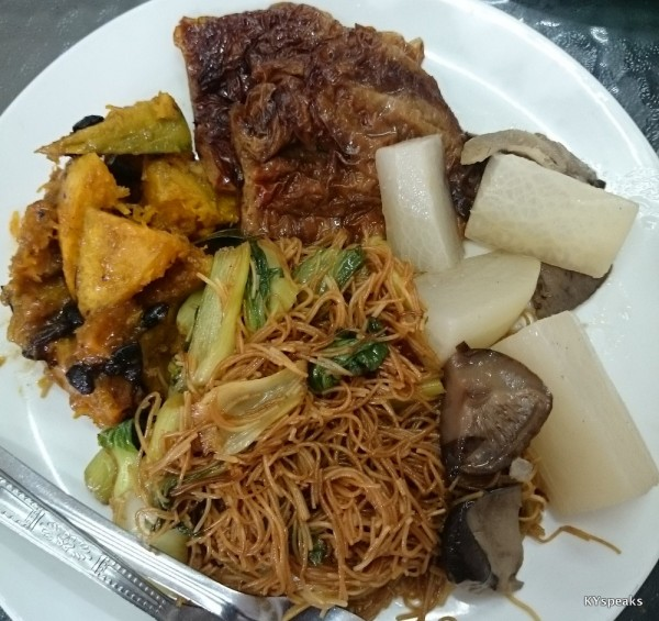 this plate of meehun with quite a lot of vegetable was RM 5