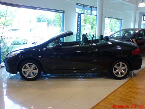 Black Peugeot 307CC side view