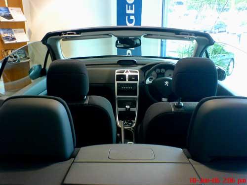 Black Peugeot 307CC rear top view