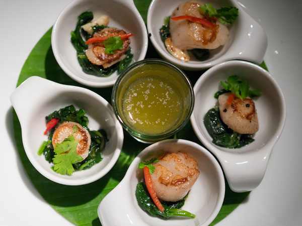 grilled scallops served with spinach and manow sauce