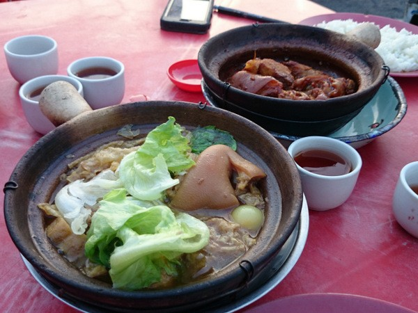 soup and dry version of bak kut teh