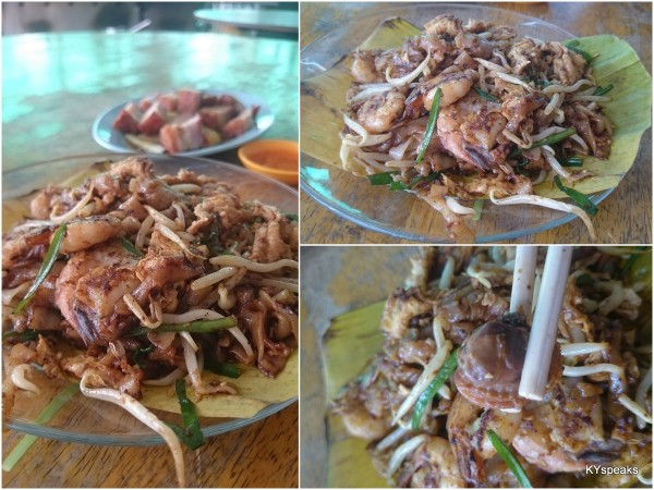 """decent prawn, big cockles, good """"wok hei"""", not a bad plate of char kuih teow"""
