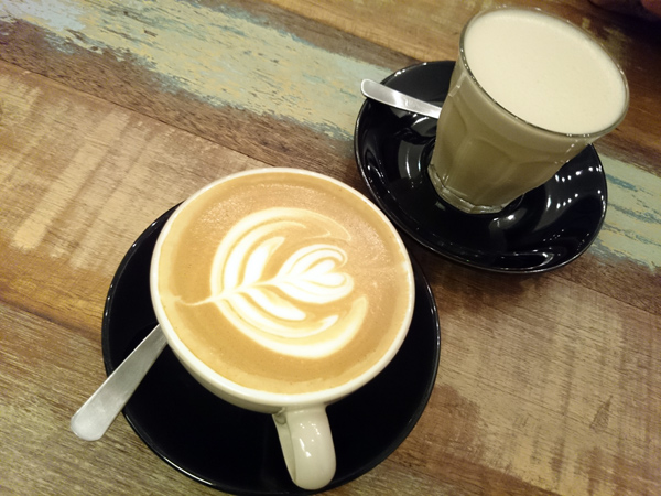 cafe latte & chai latte