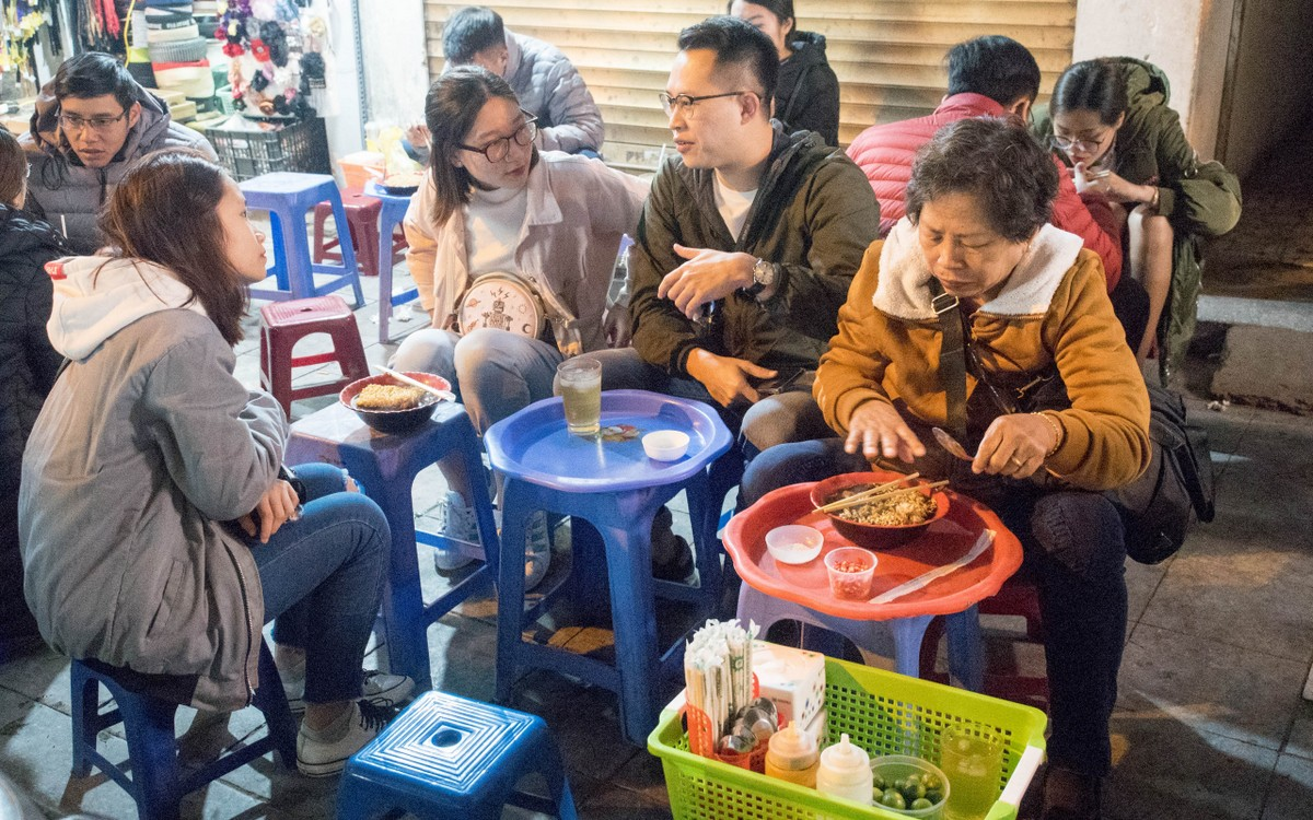 HanoiKids free food tour at Hanoi