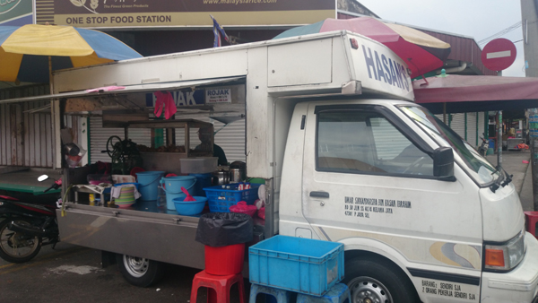 Hasan's Rojak and Cendol truck, outside seapark market