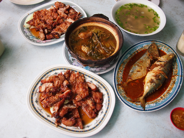delicious pork ribs, asam fish, pork stomach soup, sour and spicy vegetable