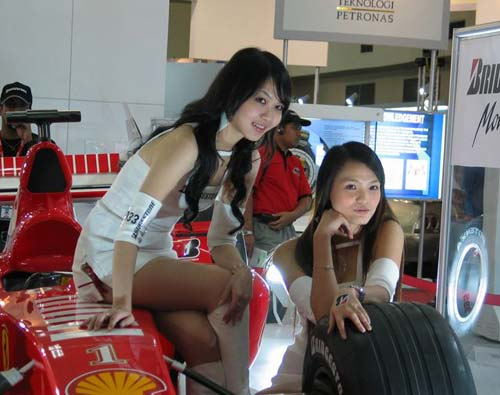 KL international motorshow girls