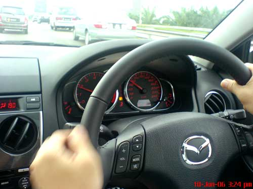 Mazda 6 2.3 liter test drive, the cockpit