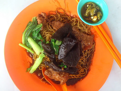 "the ""char yok"" option with dry wantan noodle"