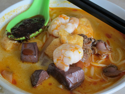 Curry Mee with coagulated pork blood