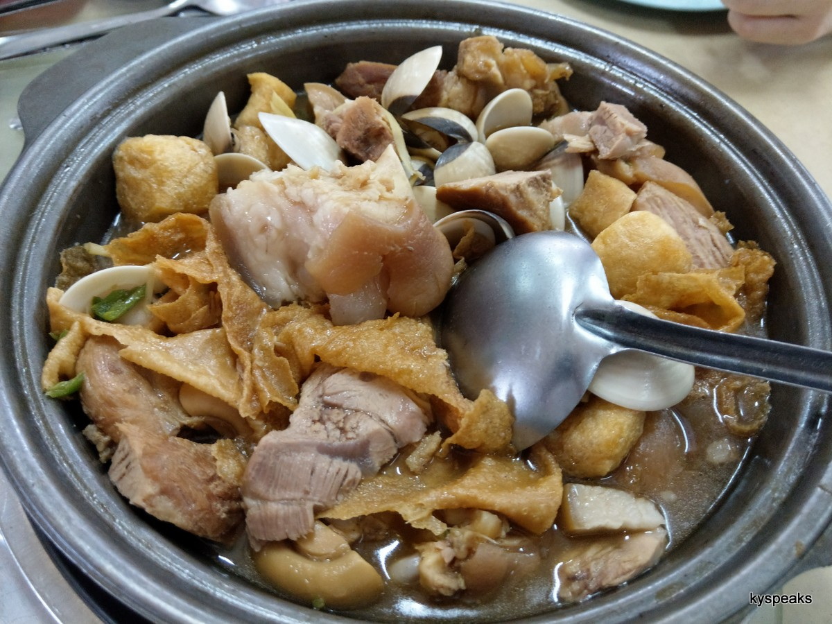 bak kut teh does go very well with lala