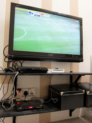 LCD TV, PS3, Wii, Astro B.yond