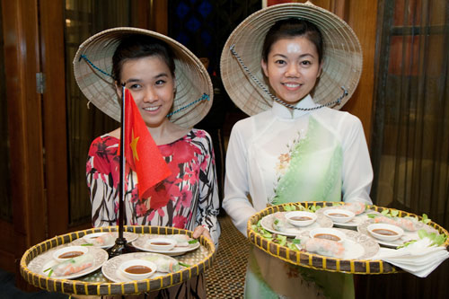 vietnamese girls serving spring roll