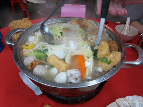 a glorious pot of steamboat