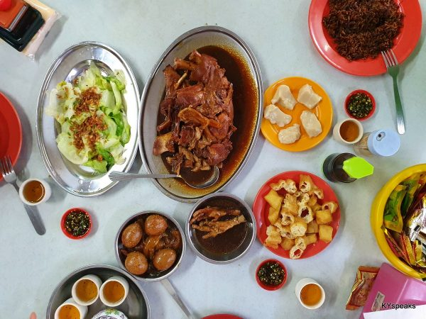 A meal for four, Hong Ba at center stage